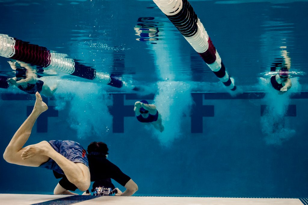 Photographer captures swimmer diving into a pool